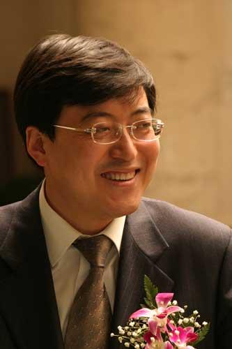 伊利集团董事长兼总裁潘刚简历