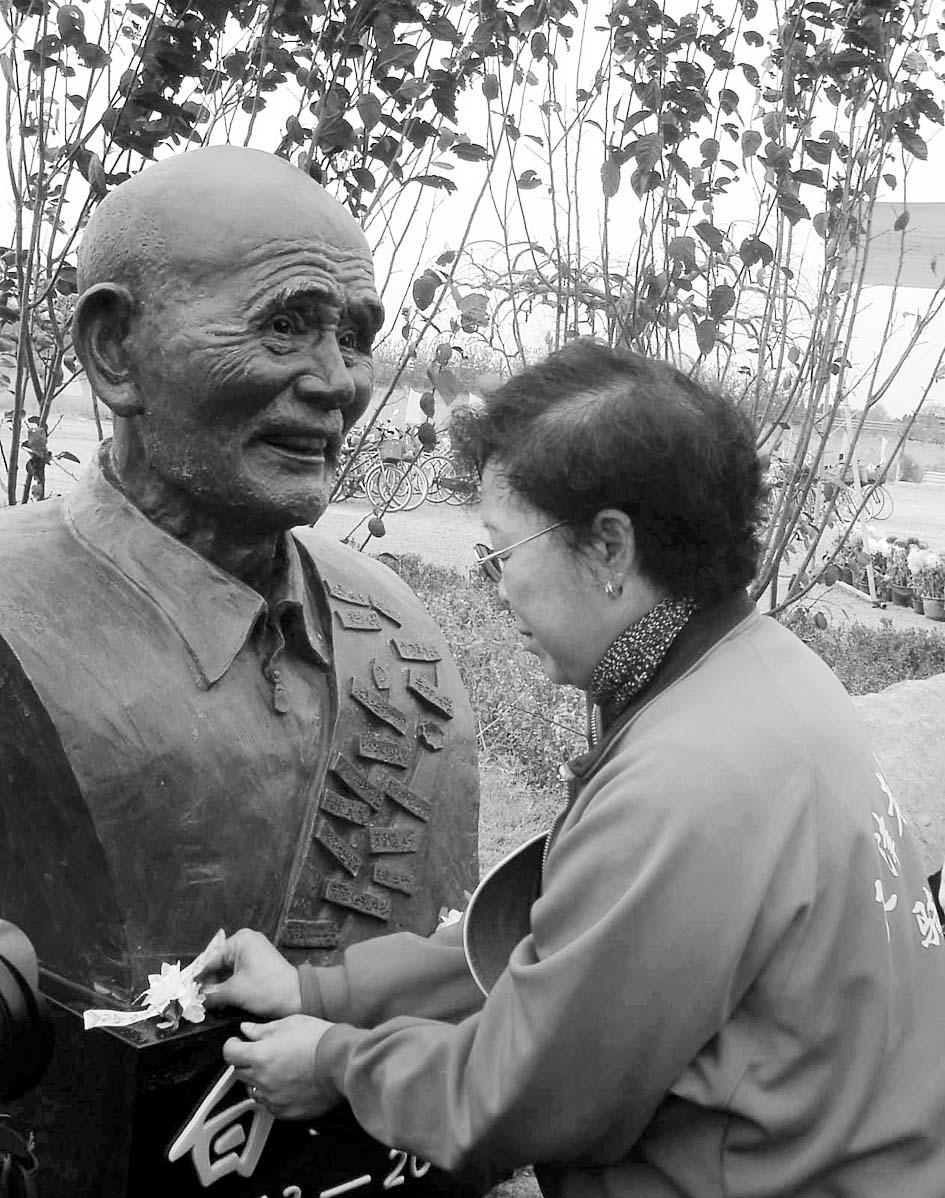 白芳礼纪念碑天津落成(组图)