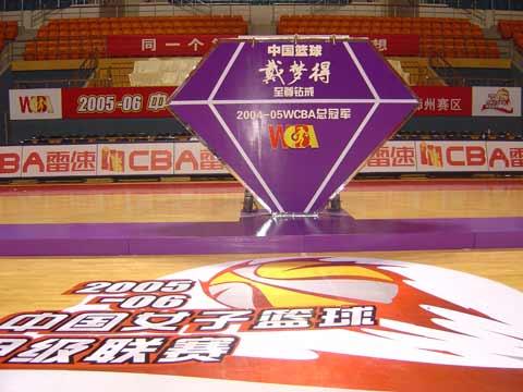图文:WCBA总冠军戴梦得钻戒发布现场