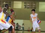 图文:奥神ABA联赛旗开得胜 孙悦从容面对防守