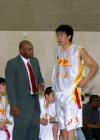 图文:奥神ABA联赛旗开得胜 教练指导孙悦