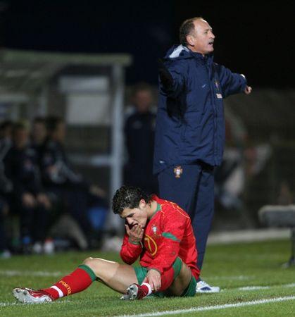 图文:北爱尔兰1-1逼平葡萄牙 小小罗受伤倒地