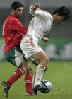 图文:友谊赛中国战平保加利亚 郜林场上拼抢