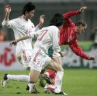 图文:友谊赛中国战平保加利亚 陈涛和王亮防守
