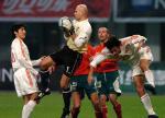图文:友谊赛中国战平保加利亚 门将比赛中救险