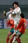 图文:友谊赛中国战平保加利亚 王亮比赛中拼抢