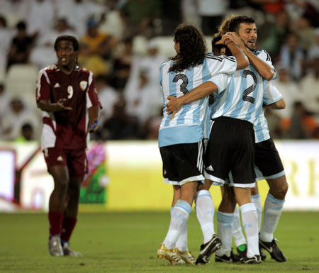 图文:阿根廷3-0击败卡塔尔 球员庆祝进球