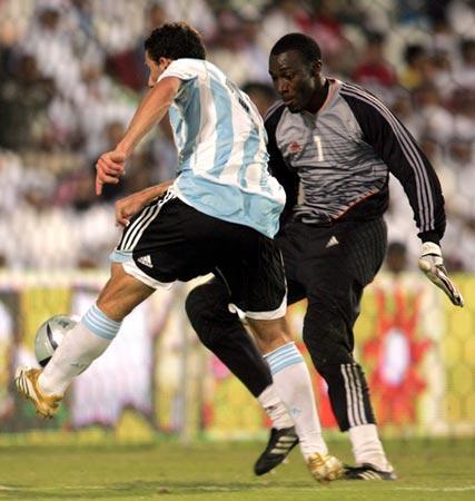 图文:阿根廷3-0卡塔尔 罗德里格斯单挑门将