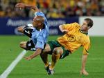 图文:附加赛澳大利亚出线 与乌拉圭激烈拼抢中