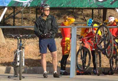 组图:自行车迷布什--2008年来北京看奥运会