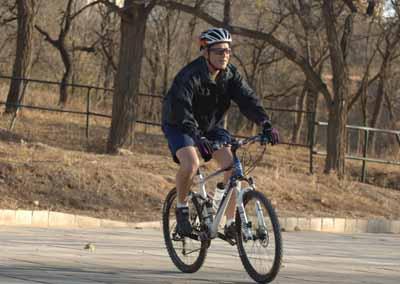 重温少时路--布什总统北京赛车侧记(图)