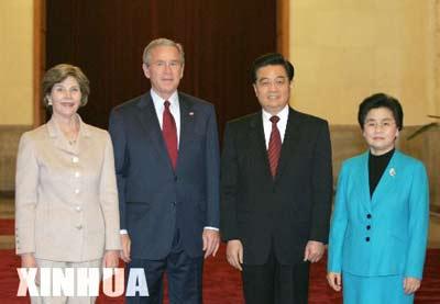 图文:胡锦涛举行仪式欢迎布什访华