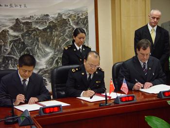 中美签署防止非法贩运核及其它放射性物质备忘录(图)