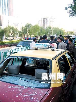 福建泉州数辆出租车当街被砸 无辜路人被砍(图)