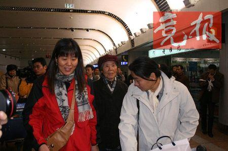 与中国女排同机抵达 郎平突降北京回国修养(图)