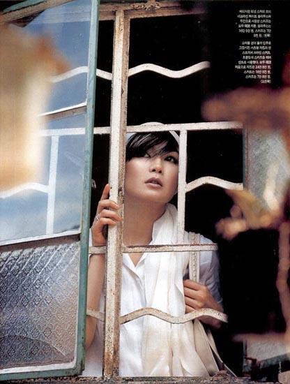 组图:张曼玉韩国杂志写真 白发素颜气质超然