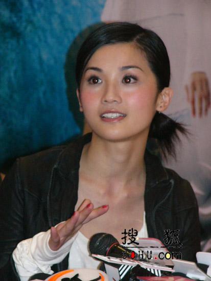 图:谢霆锋阿Sa冰冰出席上海《情癫大圣》活动