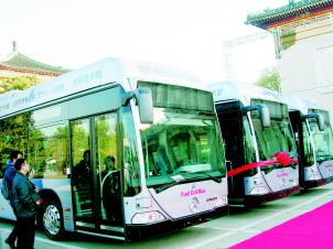 1960年i公共汽车-4123辆新公交车年内全部投入运营高清图片