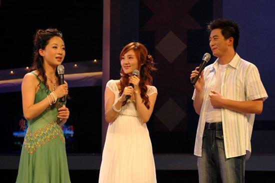 图:胡瑶接受主持人采访