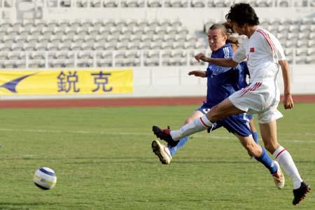 图文:U19国青17-0狂扫关岛 杨善平拔脚怒射
