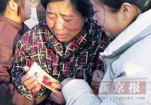 镇干部撞死学生被拘留(图)