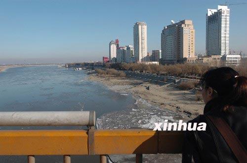 李肇星约见俄驻华大使通报松花江水质污染情况(组图)