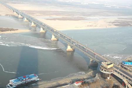 #[社会](1)松花江高浓度污染带已大部通过哈尔滨市区