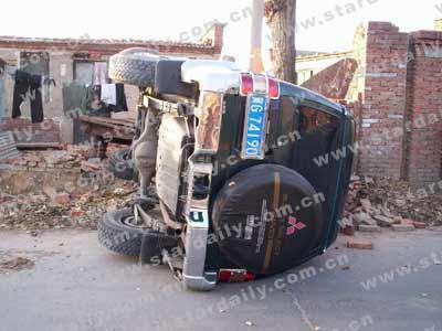 司机酒后驾车撞死老人闯民宅 事后钻进厕所(图)