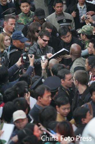 图:《碟3》西塘热拍 阿汤哥女友探班引骚乱