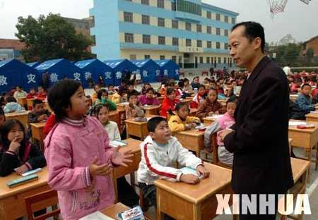 受地震影响地区学校恢复上课[组图]