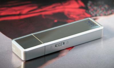全球首款模拟光盘启动的闪存盘朗科问世