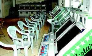 重庆警方卧底端掉巨型赌窝 辖区派出所长被免职