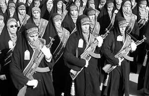 """伊朗900万民兵声援核计划 """"人链""""长达20公里"""