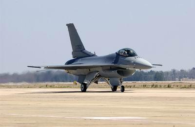 美F-16战隼歼击机军演不敌苏-30MKI战斗机(图)