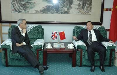 王晨社长会见英国驻华大使韩魁发先生(图)