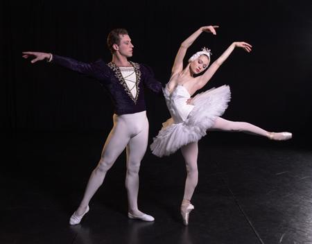 图:芭蕾舞剧《天鹅湖》剧照