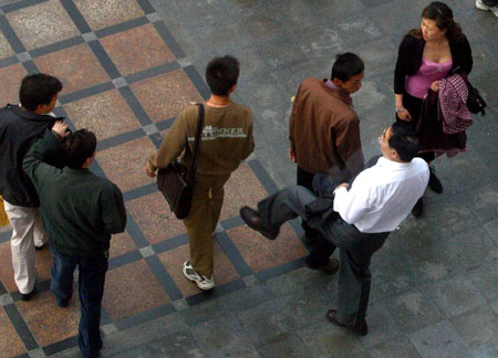 记者拍下小偷在深圳闹市行窃全部过程 (组图)