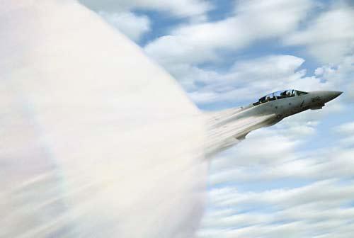 """人类对速度极限的追求 飞机""""音障""""共振(图)"""