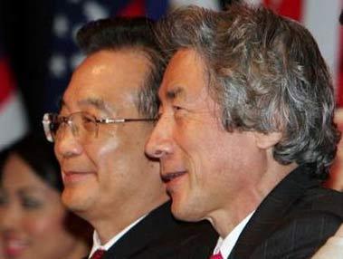 东亚领袖签署吉隆坡宣言 小泉刻意向温家宝借笔
