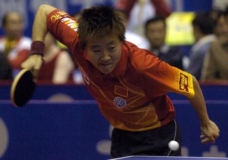 图文:世界杯女子乒乓球赛四强产生 郭焱比赛中