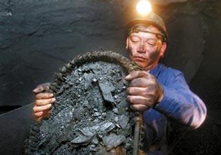 山村教师三年挖煤助贫困生