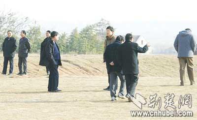 武汉某校拖欠工资 老师集体罢课(图)-搜狐教育