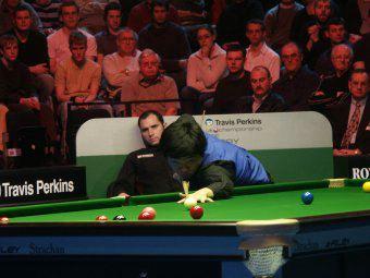 搜狐体育 北京时间12月18日凌晨,斯诺克英国锦标赛结束了另一场半图片