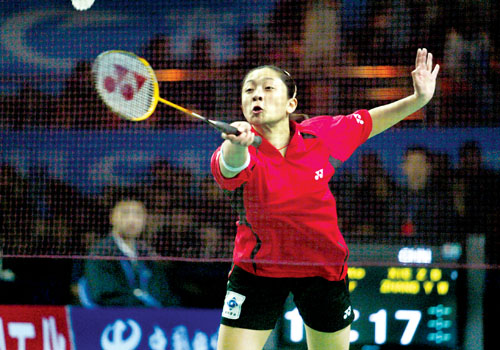 的混双决赛中,重庆辣妹子张亚雯 战胜世锦赛冠军维迪安托/纳西尔,