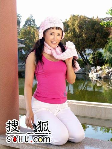 大胆女人露逼�_组图:调情美女杨欣拍热辣照 镜头前大胆裸露