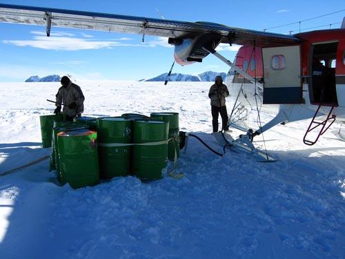 探险队在南极所依赖的朋友:小飞机