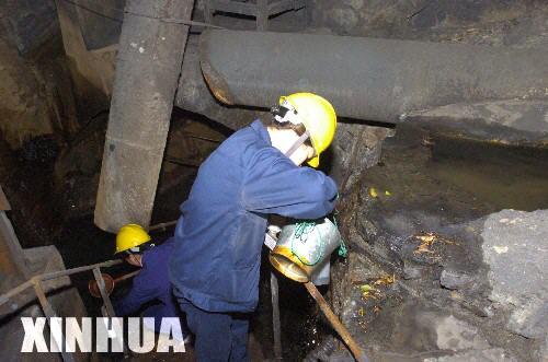 广东紧急处置北江韶关段水域污染事故(组图)