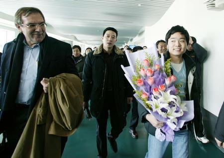 台球 神童 载誉归来 抵达南京图片