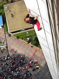 攀登印尼雅加达:120米高大厦[图]
