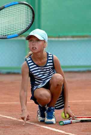网球猜猜猜:看看这是哪位美少女的纯真年代?